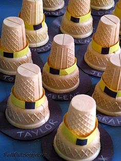 Pilgrim Hat name cards for Thanksgiving ... put candy inside the ice cream cones and glue them upside down to look like Pilgrim Hats!