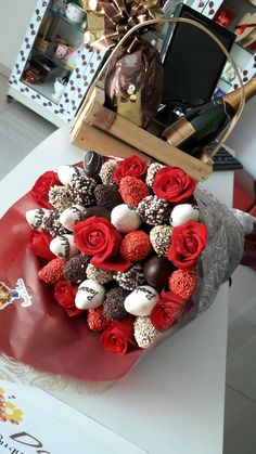 New fruit bouquet diy ideas Ideas Valentine Chocolate, Chocolate Gifts, Chocolate Box, Marzipan, Chocolates, Chocolate Buttercream Recipe, Chocolate Flowers Bouquet, Candy Arrangements, Fruit Creations
