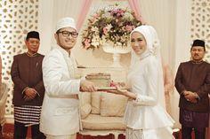Modern Sundanese Wedding of Hallida and Gusti at Balai Sudirman, Jakarta - www.thebrideedpt.com