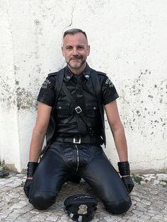 Mens Leather Pants, Biker Leather, Leather Gloves, Black Leather, Mens Heeled Boots, Gym Guys, Men In Heels, Beefy Men, Comfy Pants
