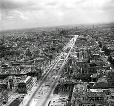 Berlin in 1945 at end at the end of the War. [1264 X 1177]