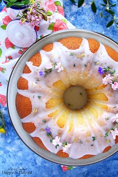 This gorgeously fragrant and fluffy Spring Bundt Cake made with fresh lemon, thyme and olive oil is the perfect treat to welcome spring into our midsts. Spring Desserts, Kid Desserts, Spring Recipes, Easter Recipes, Dessert Recipes, Lemon Olive Oil, Olive Oil Cake, Olives, Spring Cake