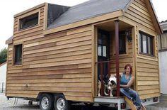 A 28 ans, Laëtitia a construit sa mini-maison roulante Plan Tiny House, Tiny House Cabin, Top Tents, Roof Top Tent, Rv Living, Tiny Living, Build A Camper, Tent Design, Camper Van Conversion Diy