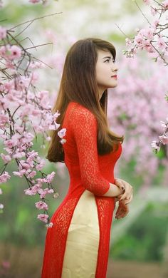 Girls Dpz, Ao Dai, Gorgeous Hair, Cute Girls, Asian Girl, Red And White, Formal Dresses, Colorful, Beauty