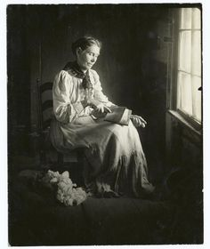 Carding wool by hand - Eickemeyer, Rudolf, 1862-1932 -- Photographer