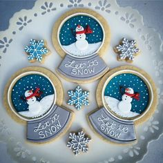 christmas cookies royal icing Very Unique Cakes by Veroniques Photos - Very Unique Cakes by Veronique Christmas Sugar Cookies, Christmas Sweets, Noel Christmas, Holiday Cookies, Christmas Baking, Decorated Christmas Cookies, Christmas Cakes, Fancy Cookies, Iced Cookies