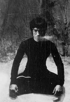Bruce Lee Pictures, Bruce Lee Martial Arts, Boxing Posters, Legendary Dragons, Bruce Lee Quotes, Brandon Lee, Enter The Dragon, Little Dragon, Martial Artist