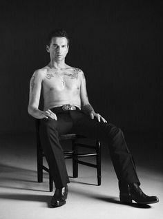 Dave Gahan - just sittin' there looking totally seductive and inviting.. I'd crawl right between his legs.. Not even joking...