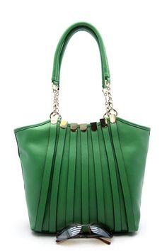 I think I need a page just devoted to the color green...another great bag from Shop Suey: Arielle Tote