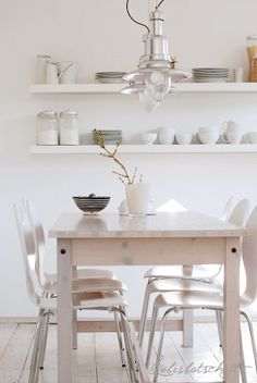 Eetkamer dining room on pinterest lamps modern bohemian decor and dining tables - Eetkamer deco ...