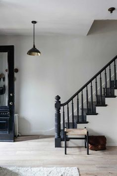 This particular craftsman staircase is truly a noteworthy design principle. Black Painted Stairs, Black Stair Railing, Black And White Stairs, Black Staircase, Staircase Railings, Wood Stairs, Staircase Design, Staircase Diy, Banister Ideas