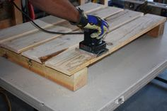 how to sand pallets