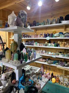 Crystal Room, Crystal Magic, Crystal Healing Stones, Crystal Altar, Crystals And Gemstones, Stones And Crystals, Crystal Aesthetic, Baby Witch, Witch Aesthetic