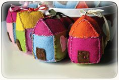 Felt little house ornaments, brights House Ornaments, Christmas Ornaments To Make, Very Merry Christmas, Felt Ornaments, Holiday Crafts, Home Crafts, Crafts For Kids, Diy Crafts, Felt House