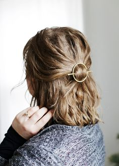The best DIY projects & DIY ideas and tutorials: sewing, paper craft, DIY. DIY Ideas Hair & Beauty 2017 / 2018 DIY Brass Circle Barrette The Merrythought Discovred by : Plumetis Hair Dos, My Hair, Elegante Y Chic, Scarf Hairstyles, African Hairstyles, Hair Accessories For Women, Popular Hairstyles, Hair Barrettes, Hair Jewelry
