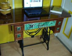 repurposed furniture ideas - Bing Images/ sewing machine cabinet turned into desk Sewing Desk, Sewing Cabinet, Sewing Table, Sewing Machine Tables, Old Sewing Machines, Steampunk Furniture, Steampunk Desk, Furniture Makeover, Furniture Ideas