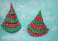 cupcake case craft for christmas Christmas Art For Kids, Christmas Cup, Colorful Christmas Tree, Preschool Christmas, Christmas Activities, Christmas Tree Ornaments, Christmas Crafts, Xmas Trees, Christmas Stuff