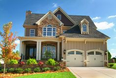 Home Interior and Exterior Design: Exterior Home Pictures. Love this exterior Style At Home, Home Interior, Interior And Exterior, Exterior Homes, Exterior Paint, Interior Decorating, Future House, My House, Sell House