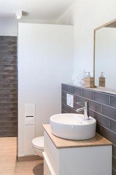 Badezimmer Fliesen Guest bath Pictures & Ideas Guest bath of community member Vicky_Hellmann with gr Guest Bathrooms, Bathroom Kids, Budget Bathroom, Bathroom Design Small, Bathroom Renovations, Modern Bathroom, Bathroom Things, Small Bathrooms, Amazing Bathrooms