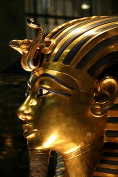 Walk like an Egyptian! Ancient Artifacts, Ancient Egypt, Ancient History, Art History, Cleopatra, Cairo Museum, Visit Egypt, Valley Of The Kings, Egyptian Art