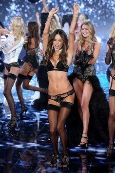 Desfile Victoria's Secret 2014 - Alessandra Ambrósio