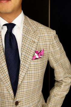 Check plaid. One of many suit patterns. http://www.moderngentlemanmagazine.com/mens-suit-patterns/