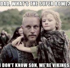 Vikings (series 2013 - ) Starring: Travis Fimmel as Ragnar Lothbrok, (and his second son with Aslaug) Cathal O'Hallin as Hvitserk. Nfl Jokes, Funny Football Memes, Funny Sports Memes, Sports Humor, 49ers Memes, American Football Memes, Football Comedy, Funny Nfl, Football Humor