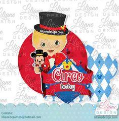 Baby com roupa de mágico, no circo do mickey