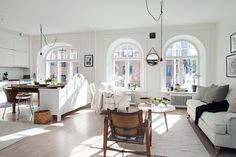 Decorating ideas from a small apartment in Gothenburg, Sweden. How to make an open floor plan small space work. Living Room Scandinavian, Scandinavian Interior Design, Home Interior, Scandinavian Style, Nordic Style, Design Interior, Open Kitchen And Living Room, Cute Living Room, Living Room White
