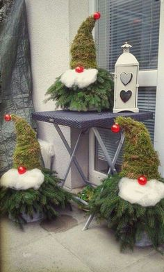 Christmas Decorations - 11 pretty, cute, funny and inexpensive ideas for Christmas - DIY Bast . Christmas Gnome, Rustic Christmas, Christmas Projects, Christmas Holidays, Christmas Wreaths, Christmas Ornaments, Christmas Ideas, Christmas Lights, Office Christmas