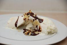 Chokoladesovs er meget nem at lave selv, og jeg foretrækker den med en kakaoprocent på 47. Men du kan sagtens også bruge en mere mørk chokolade. Mange køber den færdige chokoladesovs, men den er fa…