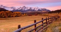 A ranch with beautiful unique Canadian ranch views Honeymoon Spots, Vacation Spots, Honeymoon Destinations, Magenta, Beautiful World, Beautiful Places, Simply Beautiful, Skier, Country Wall Art