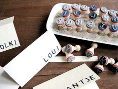 Ein süßer Stempel um tolle DIY Projekt zu gestalten. Ob Karten, Geschenkanhänger, Einladungen uvm deiner Fantasie sind keine Grenzen gesetzt. Ein wunderbares Stempelset auch für Kinder die gerade die Buchstaben lernen oder als süße Geschenkidee für die Schultüte zur Einschlugen. Das Stempelset ABC gibt es bei www.party-princess.de. Man kann auch wunderbar Tischkarten für eine Hochzeit, Taufe oder Geburtstagsfeier damit bestempeln.