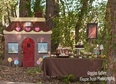 Hansel and Gretel Birthday Party- Giggles Galore. Unique theme and so cute in execution!