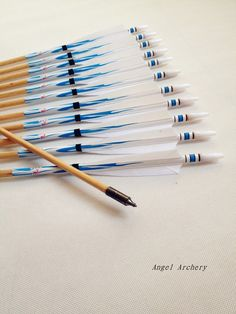 blue&white Turkey Feathers Archery Wooden Arrows Target Practice Field Point for hunting Archery Tips, Archery Arrows, Bow Arrows, Arrow Fletching, Hunting Stores, Wooden Arrows, Target Practice, Turkey Feathers, Paisajes