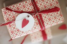 Le cadeau idéal pour son chéri ! Gift Wrapping, Gifts, Gift Ideas, Life, Gift Wrapping Paper, Presents, Wrapping Gifts, Favors, Wrap Gifts