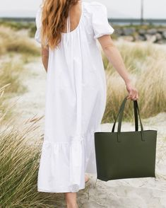 Classic, leather tote bag. Classic Leather, Ann, White Dress, Tote Bag, Shopping, Design, Fashion, Moda, Fashion Styles