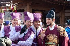 The King's Doctor(Hangul:마의;hanja:馬醫;RR:Ma-ui; lit.Horse Doctor) is a 2012South Koreantelevision series depictingBaek Gwang-hyeon(1625–1697), Joseon Dynasty veterinarian, starringJo Seung-wooandLee Yo-won. It aired onMBC.The life of aJoseon-era low-class veterinarian specializing in the treatment of horses, who rises to become the royal physician in charge of the King's health.