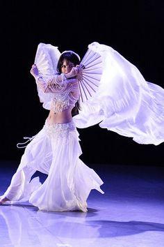 BLOGPOST @ SortaConvenient :: Examining Belly Dance Props - Fans