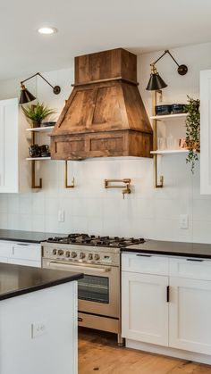Gas range with feature wood range hood - Kitchen Ideas Küchen Design, Layout Design, Rustic Kitchen, Kitchen Decor, Kitchen Ideas, Decorating Kitchen, Cheap Kitchen, Kitchen Small, Kitchen Modern