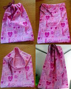 Pink-Rosa TURNSECKLI mit Herzen. Innerer Stoff Pink  Stoff, Pink-Rosa mit Herzen. (Unikat) Innenstoff pInk mit weissen und rosa Punkten. Baumwolle. Turnseckli Grösse ca. 45x35cm Mit Zugbändeli Preis Fr. 20.00 Paracord, Drawstring Backpack, Backpacks, Pink, Bags, Fashion, Cinch Bag, Cotton, Handbags