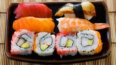You don't need to go to your local sushi joint for delicious rolls. Here are some easy steps for making sushi at home. Sushi Recipes, Seafood Recipes, How To Make Sushi, Food To Make, Sushi At Home, Sushi Lunch, Homemade Sushi, Best Sushi, Sushi Rolls