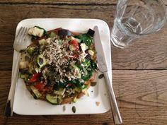 Gegrilde groenten met omelet salade