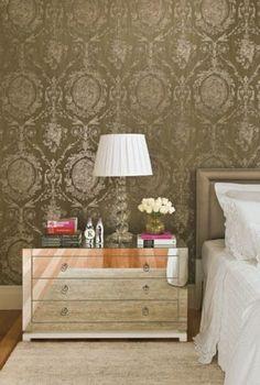 Use móveis espelhados para modernizar a decoração