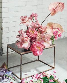 Ikebana Floral Styling / How to style sculptural florals. Floral Centerpieces, Floral Arrangements, Flower Arrangement, Floral Wedding, Wedding Flowers, Boho Wedding, Bouquets, Flower Aesthetic, Arte Floral
