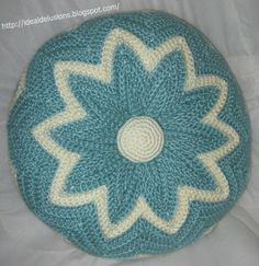 Ideal Delusions: Retro Round Ripple Pillow ~ Free Pattern ~ Worsted weight yarns & I hook ~ [I need to make this!]
