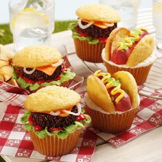 BURGERS AND DOGS—CUPCAKES FOR SUMMER FUN!!! – Hello Cupcake