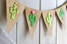 ** Este banner de cactus fieltro adorables hará una gran decoración para verano, una fiesta de cumpleaños, fiesta en la piscina, ducha de bebé... cualquier cosa! ** Detalles: * Banderas de arpillera medir 5.5 de ancho y 7 de alto. Longitud total es de 2,75 pies. * Cactus son de alta
