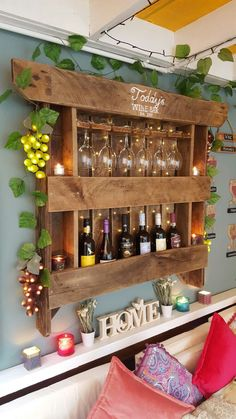 Old Pallets Ideas Wine rack created from an old pallet Vin Palette, Palette Diy, Diy Pallet Projects, Wood Projects, Woodworking Projects, Pallet Ideas, Wine Glass Rack, Wine Rack Wall, Cheap Patio Furniture