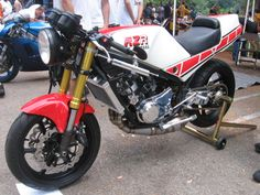 Trick RZ 350. Single sided, USD forks, GP pipes
